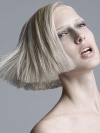 Young Fashion Platinum Blonde Chin Length Bobs Straight Wigs